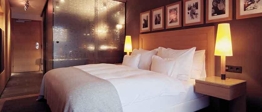 austria_ischgl_hotel-madlein_bedroom.jpg